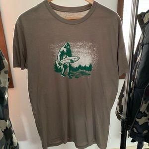 Sasquatch holding Fish STLHD T-shirt men's Large